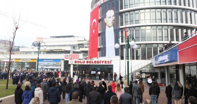 Bolu Belediyesi Andımızı ve İstiklal Marşı'nı Okuyarak Mesaiye Başladı