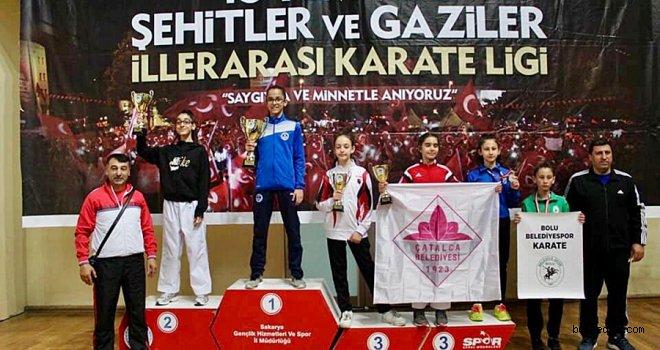 Bolulu Karateciler Madalyalarla Döndü